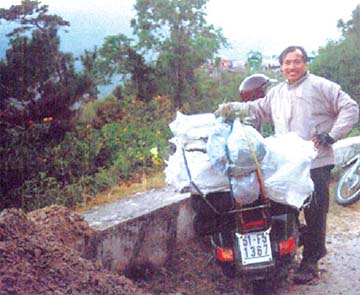 Lương y Nguyễn Đức Nghĩa ở đèo Ngoạn Mục, Lâm Đồng.